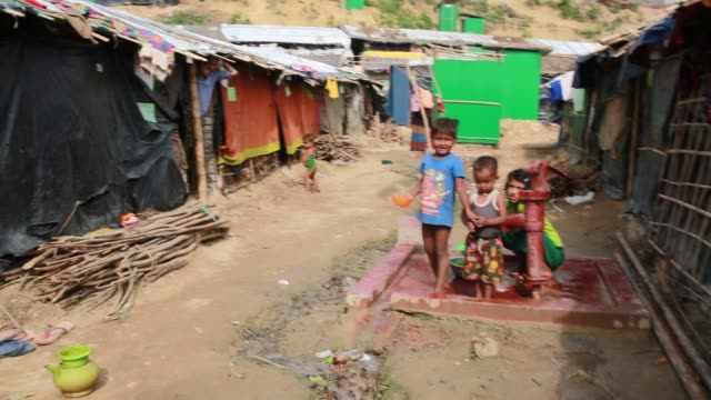 vídeos y material grabado en eventos de stock de cox'sbazar bangladesh november 28 rohingya muslims fled from ongoing military operations in myanmar's rakhine state leading life inside refugee camp... - estación de bombeo