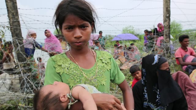 COX'SBAZAR BANGLADESH SEPTEMBER 26 Rohingya Muslims fled from ongoing military operations in Myanmar's Rakhine state cross the Maungdaw border of...
