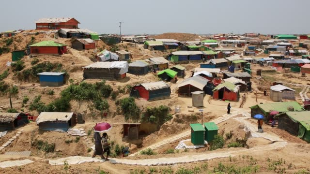 vidéos et rushes de cox's bazar bangladesh may 01 rohingya muslims fled from ongoing military operations in myanmar's rakhine state leading life at refugee camp at cox's... - bangladesh