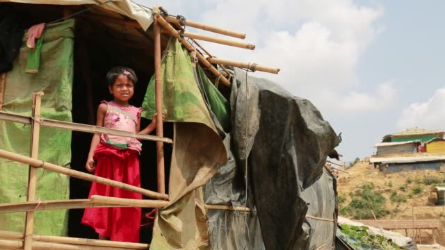 vídeos y material grabado en eventos de stock de cox's bazar bangladesh may 04 rohingya muslims fled from ongoing military operations in myanmar's rakhine state leading life at refugee camp at cox's... - cultura rohinyá