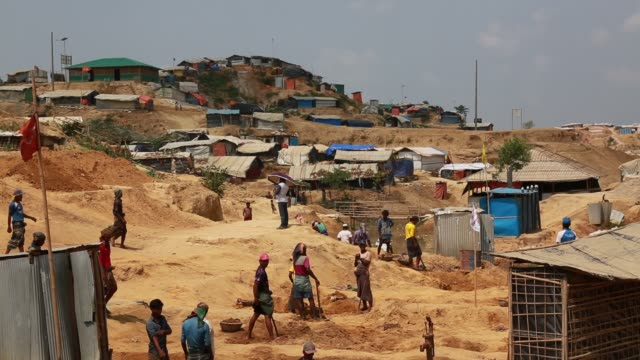 vídeos de stock e filmes b-roll de cox's bazar bangladesh may 04 rohingya muslims fled from ongoing military operations in myanmar's rakhine state leading life at refugee camp at cox's... - um dia na vida de