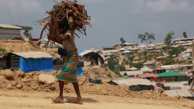 vídeos y material grabado en eventos de stock de cox's bazar bangladesh may 04 rohingya muslims fled from ongoing military operations in myanmar's rakhine state leading life at refugee camp at cox's... - un día en la vida