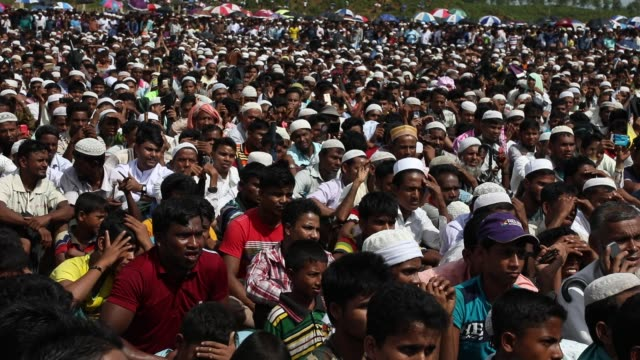 rohingya muslims living in southeastern bangladesh refugee camps gather to commemorate the second anniversary of the 2017 crisis when they were... - rohingya kultur stock-videos und b-roll-filmmaterial