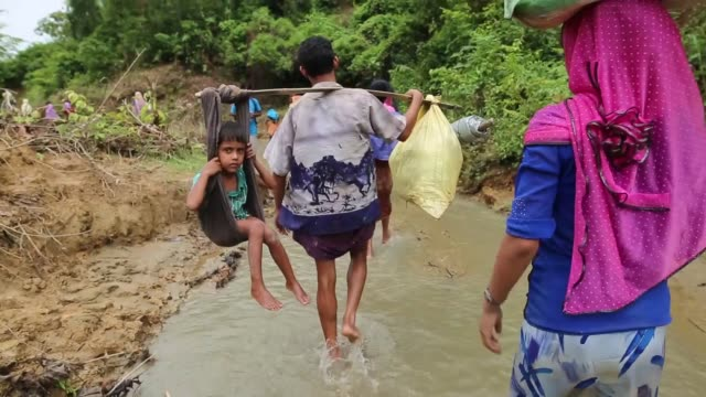 cox's bazar bangladesh september 08 rohingya muslims who fled their homes in western myanmar's rakhine state due to the ongoing operations conducted... - cox's bazar stock videos & royalty-free footage