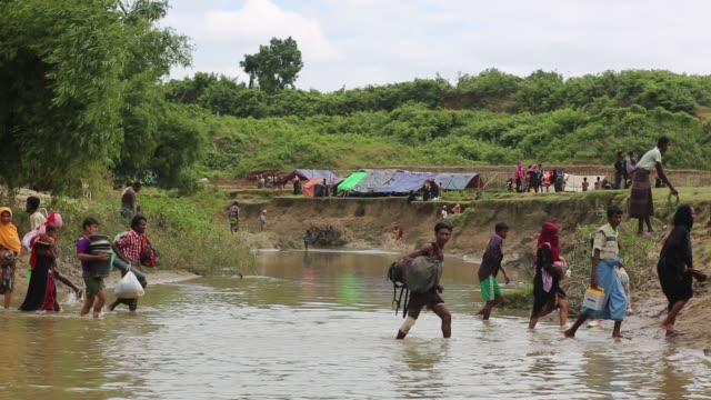 rohingya people cross bangladesh myanmar border and taking shelter in noman's land in gumdum area in cox's bazar bangladesh on august 28 2017 un... - cox's bazar stock videos & royalty-free footage