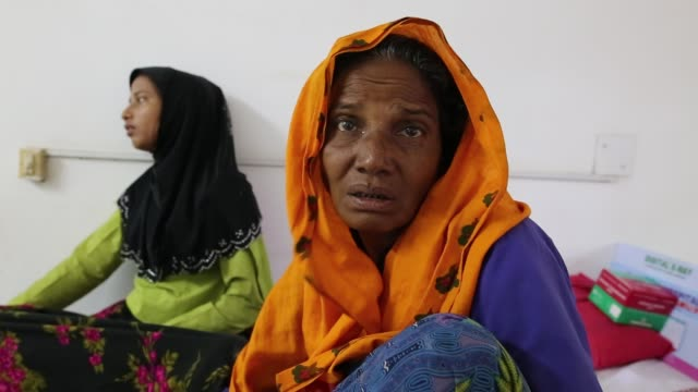 rohingya people fled from ongoing military operation in myanmar rakhain state and attack by myanmar army entered bangladesh and admitted in a... - 武力攻撃点の映像素材/bロール
