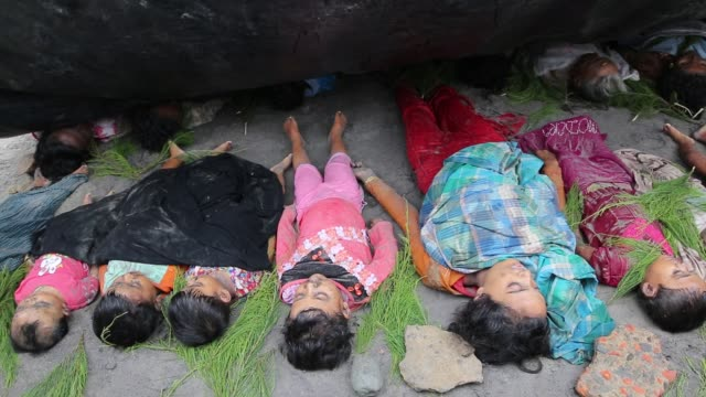 cox's bazar bangladesh september rohingya people fled from ongoing military operation in myanmar rakhain state capsize boat and children died at... - völkermord stock-videos und b-roll-filmmaterial
