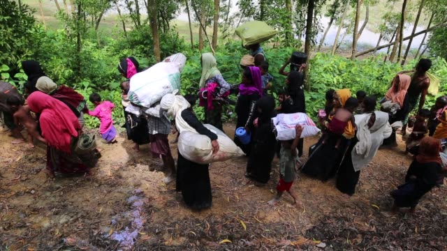rohingya people fleed from myanmar to bangladesh in gumdum area in cox's bazar, bangladesh on august 28, 2017. un refugee agency said more than 3,000... - rohingya culture stock videos & royalty-free footage