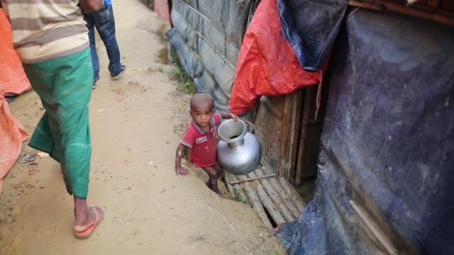 stockvideo's en b-roll-footage met rohingya people seen inside refugee camp in cox's bazar bangladesh on august 04 2018 - human interest