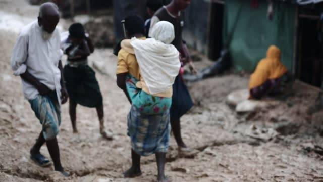 stockvideo's en b-roll-footage met cox's bazar bangladesh may 18 rohingya refugee leads life inside refugee camp in cox's bazar bangladesh on may 18 2018 in the rohingya refugee camps... - vluchteling ontheemden
