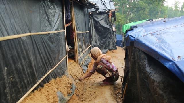 cox's bazar bangladesh october 11 rohingya refugee life inside balukhali makeshift camp in cox's bazar bangladesh on october 11 2017 bangladesh said... - cox's bazar stock videos & royalty-free footage