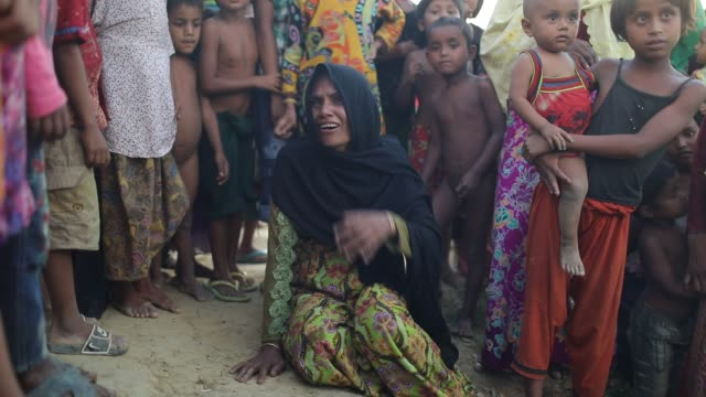 a rohingya refugee woman crying after lost her father at balukhali rohingya refugee camp in cox's bazar according to unhcr more than 7000 rohingya... - cox basar stock-videos und b-roll-filmmaterial