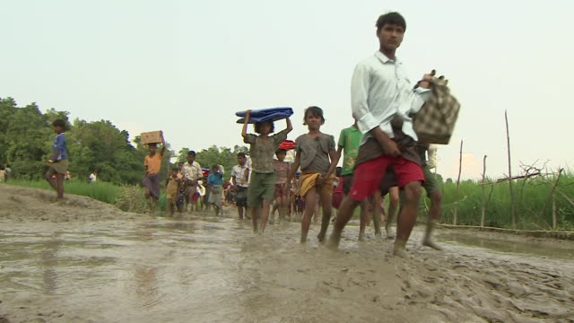 rohingya refugees arriving in teknaf, bangladesh after fleeing persecution in burma - escaping stock videos & royalty-free footage