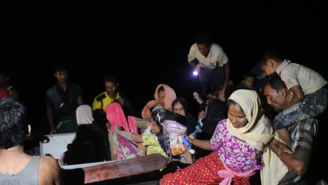 rohingya refugee's family arrived at shah porir dwip island from myanmar rakhain state at midnight in teknaf according to unhcr more than 7000... - emigration och immigration bildbanksvideor och videomaterial från bakom kulisserna