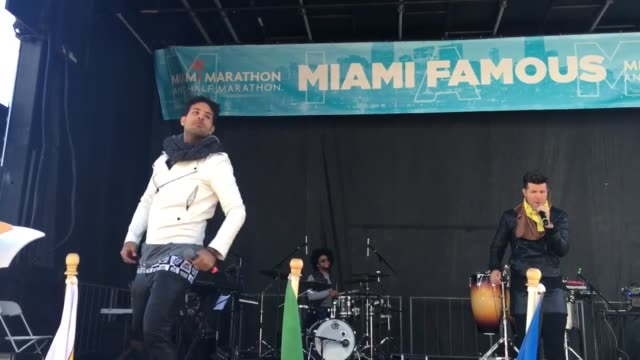 vidéos et rushes de roll from teamfootworks #miamimarathon after party. - b roll