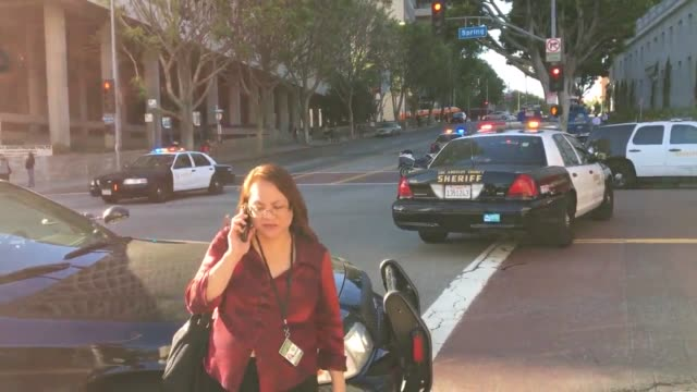 vídeos de stock, filmes e b-roll de b roll of police and emergency vehiclessurrounding man with bat stand off and arrest of man with bat downtown los angeles - b roll