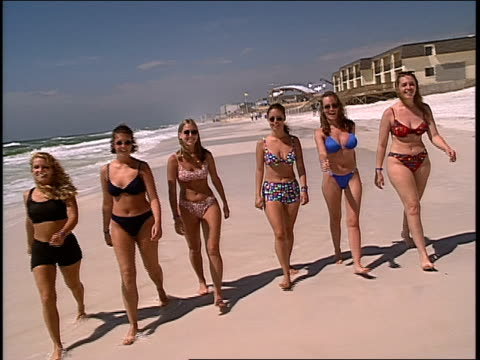 b roll of women walking the beach of daytona florida - mtv点の映像素材/bロール