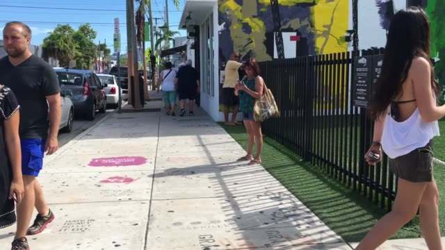 vídeos y material grabado en eventos de stock de b roll of wynwood miami which is now zika free zone - b roll