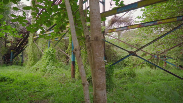 stockvideo's en b-roll-footage met roller coaster in an abandoned theme park - puin