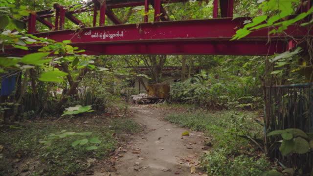 vidéos et rushes de roller coaster in an abandoned theme park - parc d'attractions