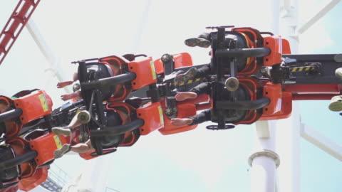 vidéos et rushes de roller coaster, slow motion - parc d'attractions