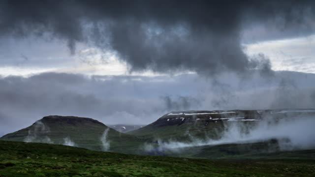 rollende nebel bei snaefellsnes, island - zeitraffer - snäfellsnes stock-videos und b-roll-filmmaterial