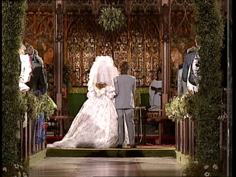 vídeos y material grabado en eventos de stock de rolling stone bill wyman wedding; side bride mandy smith and groom bill wyman stand at altar and make vows / rings are exchanged / smith's ring /... - hotel grosvenor house londres