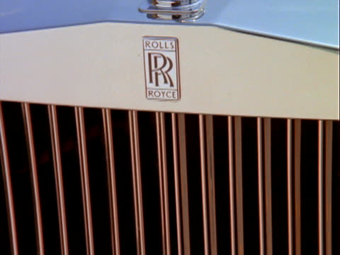 stockvideo's en b-roll-footage met cu tu rolls royce logo / los angeles, california, usa - 1993