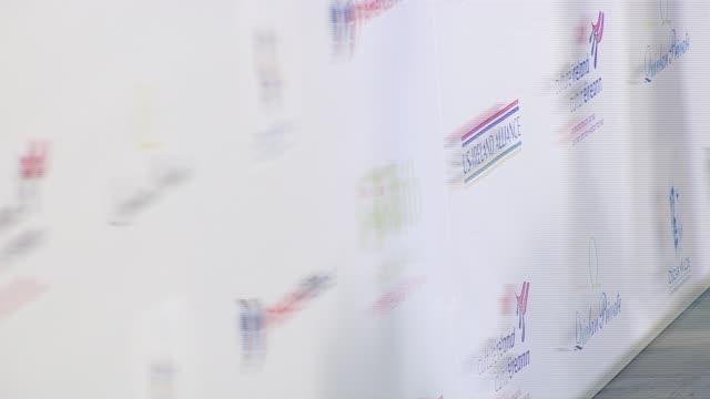 vídeos y material grabado en eventos de stock de roma downey at the us ireland alliance honors van morrison at ebell club in los angeles california on february 22 2007 - van morrison