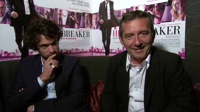 romain duris and pascal chaumeil on how a french romcom is different from an english speaking one at the heartbreaker premiere at london england - commedia romantica video stock e b–roll