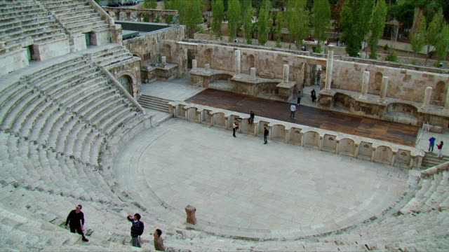 ws pan roman amphitheater in amman / jordan - amphitheater stock videos & royalty-free footage