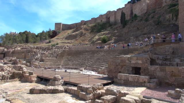 vidéos et rushes de amphithéâtre romain-malaga, en espagne - vestige antique