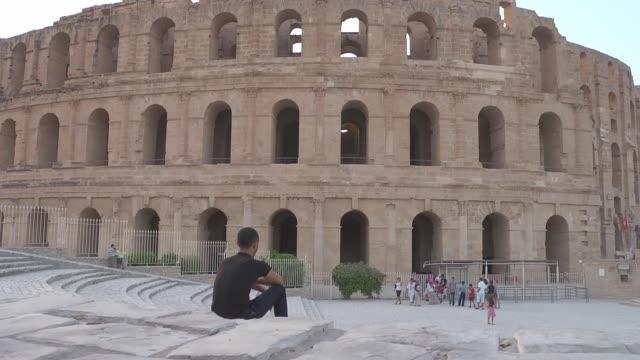 stockvideo's en b-roll-footage met roman amphitheatre of thysdrus - el djem