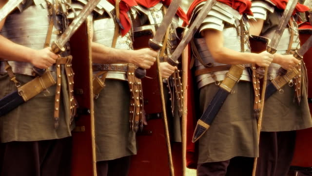 stockvideo's en b-roll-footage met hd roman army - detail - zwaard