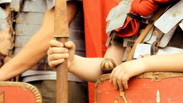 hd-roman army-detail - historische kleidung traditionelle kleidung stock-videos und b-roll-filmmaterial