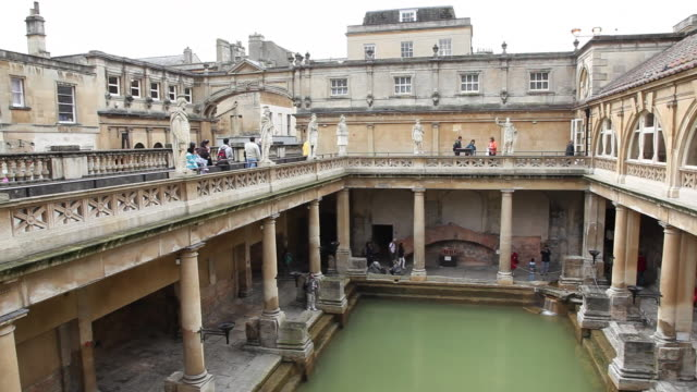 roman baths, bath, england - somerset england stock-videos und b-roll-filmmaterial