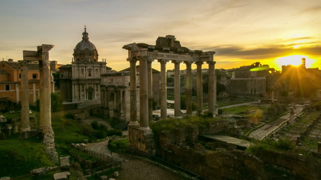 roman forum landmark in italy - colonna architettonica video stock e b–roll