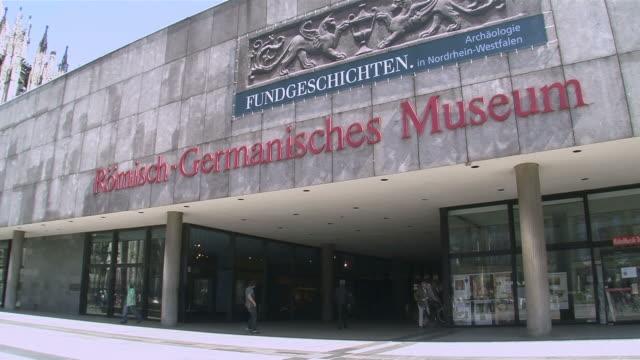 vídeos de stock, filmes e b-roll de ws roman germanic museum / cologne, north rhine-westphalia, germany - escrita ocidental