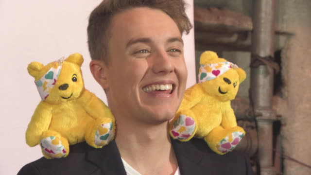 vidéos et rushes de roman kemp at bbc children in need rocks the 80s at sse arena on october 19, 2017 in london, england. - bbc children in need