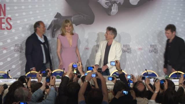 stockvideo's en b-roll-footage met roman polanski and emmanuelle seigner at 'venus in fur' press conference on may 25 2013 in cannes france - roman polanski