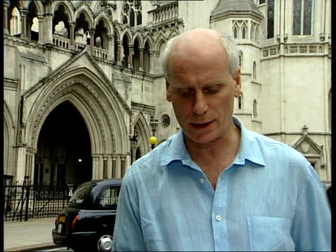 roman polanski libel trial ms tom shields out of court towards camera la gv tower of high court tilt down to main entrance i/c clean feed tape =... - main tower stock-videos und b-roll-filmmaterial