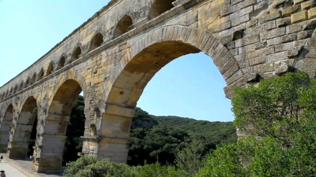 vidéos et rushes de ruines romaines de pont-du-gard - vestige antique