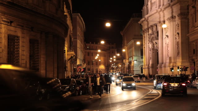 roman traffic at night - motocicletta video stock e b–roll