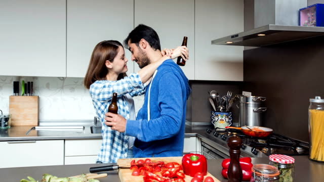 stockvideo's en b-roll-footage met romance in the kitchen - avondmaaltijd