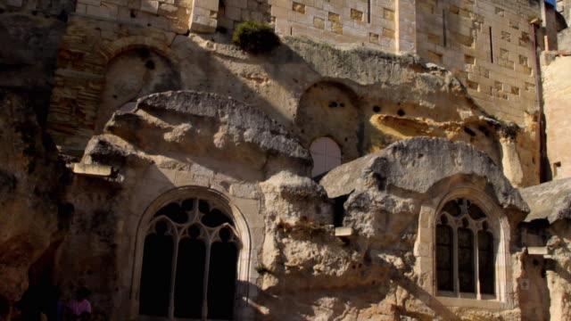 vidéos et rushes de ms tu romanesque church / st emilion, aquitaine, france - aquitaine