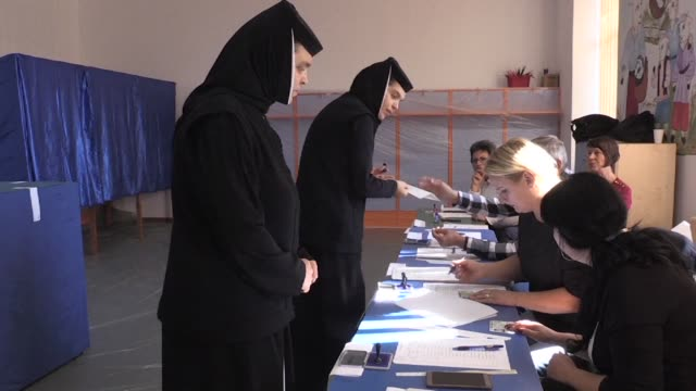 Romania votes in a referendum on a narrow definition of marriage that the ruling Social Democrats hope will re energise flagging grassroots support...