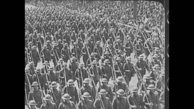 vs romanian military officers in parade / american soldiers in wwi / wwi footage of serbian soldiers running left from trench / explosion / unid... - 彫刻画点の映像素材/bロール