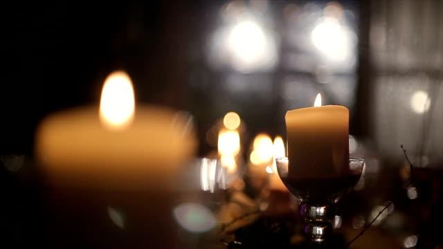 Romantische Kerzen auf dem Tisch, Hochzeit Party Event b roll