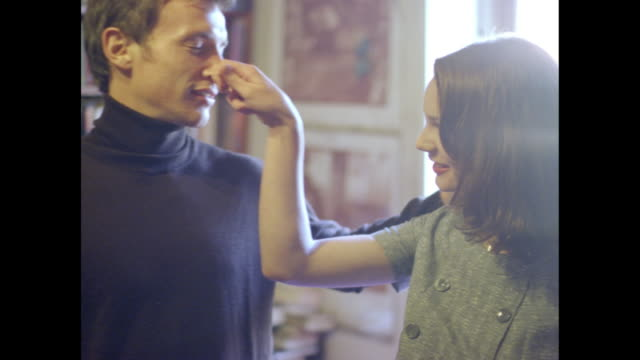 stockvideo's en b-roll-footage met romantic couple in a room. - breedbeeldformaat