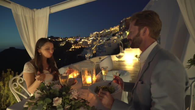 vídeos de stock, filmes e b-roll de romantic dinner in thira santorini - lua de mel